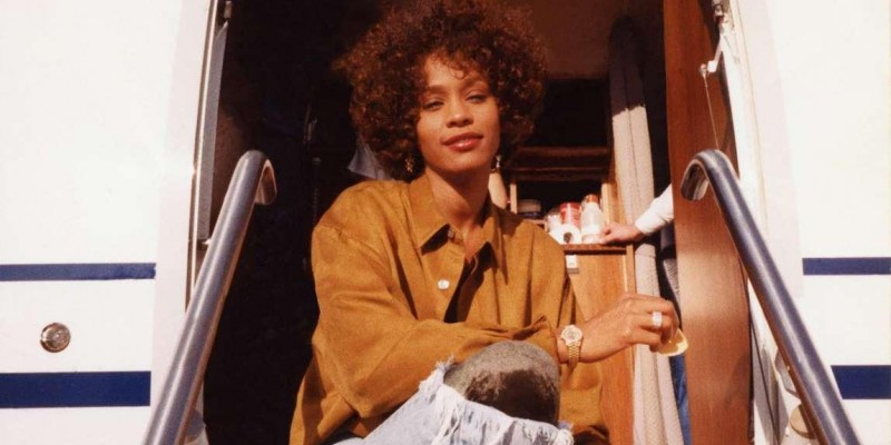 'Whitney', do diretor Kevin MacDonald, revela abuso sofrido por Whitney Houston na infância