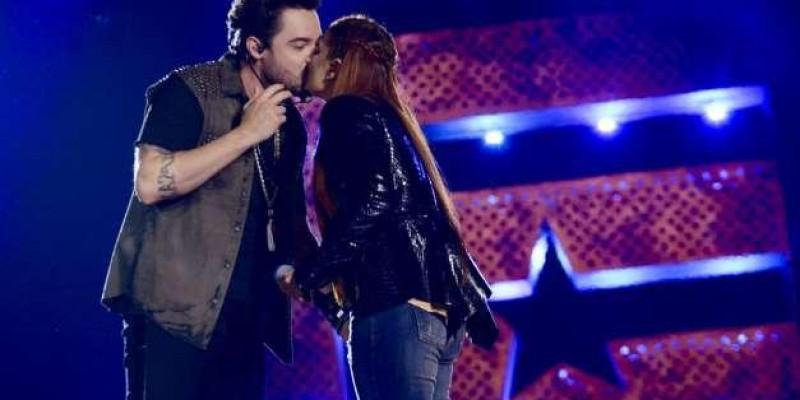 Dupla de Sorocaba, Fernando Zor dá beijo em Maiara ao gravar novo DVD