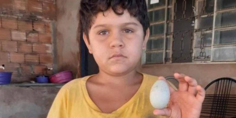 Mesmo sem quase nada para comer em casa, menino doa ovo para ajudar abrigo de idosos em Caçu