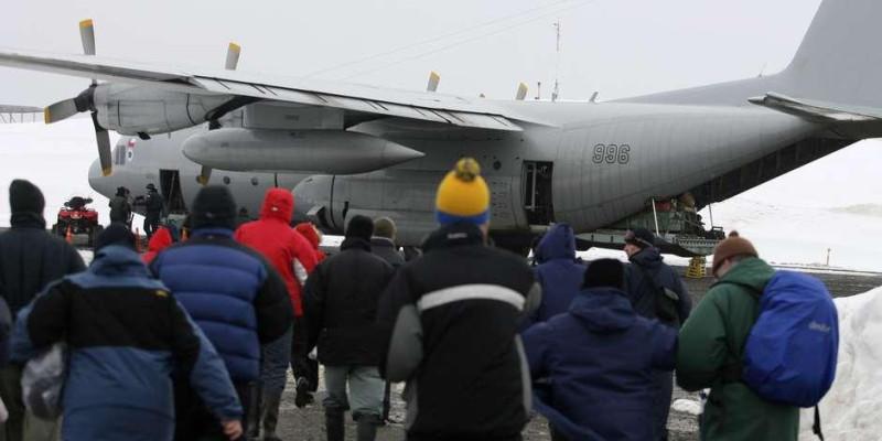 Avião militar chileno desaparece com 38 pessoas a bordo
