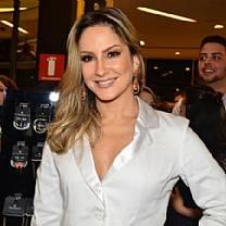 Carnaval 2014: Claudia Leitte oferece R$ 1,4 mi para desfilar no lugar de Daniela Mercury