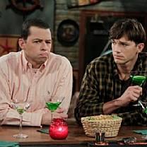 Ashton Kutcher e Jon Cryer se casarão em última temporada de