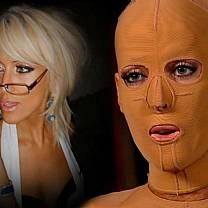 Mulher que passou dois anos usando máscara após ser incendiada se prepara para retirar objeto do rosto