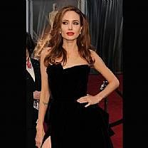 Angelina Jolie retira seios para evitar câncer de mama