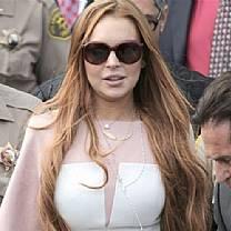 Comportada? Lindsay Lohan está indo bem na reabilitação