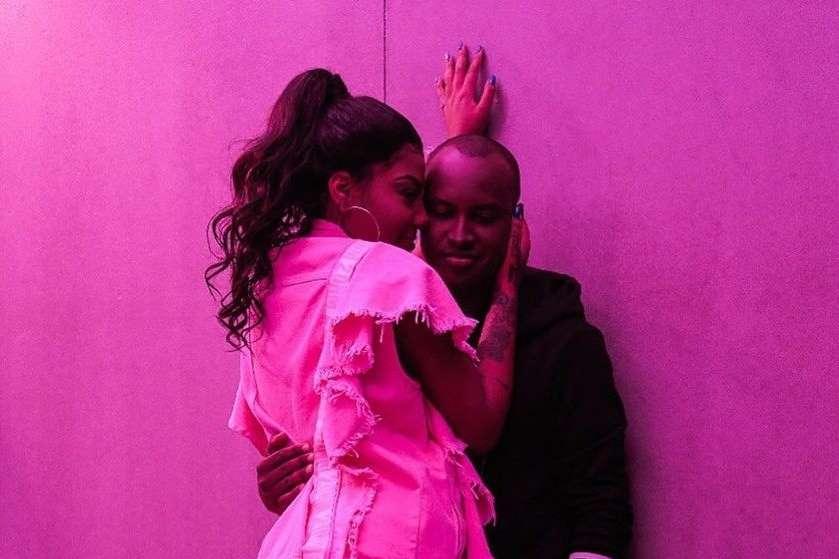 Thiaguinho confessa que foi difícil gravar cenas sensuais com Ludmilla