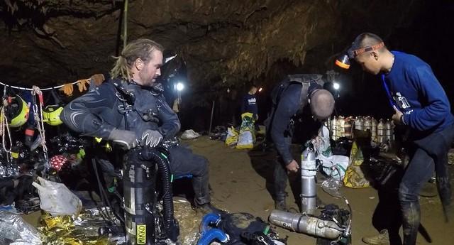 Mergulhador envolvido em resgate em caverna na Tailândia divulga fotos