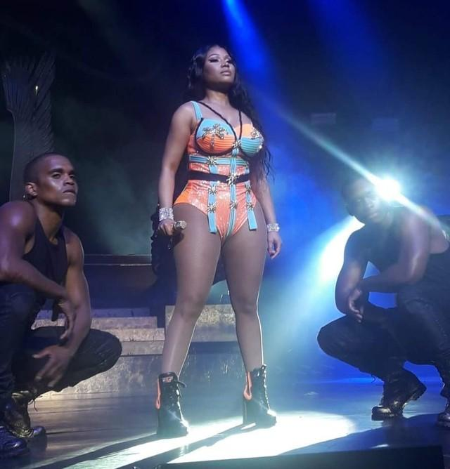 Nicki Minaj faz boa estreia no Brasil e comanda 'concurso de funk' com hits de Anitta e MC Fioti