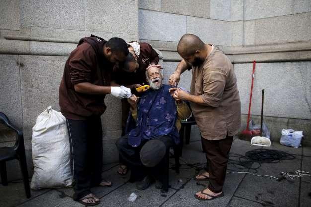 Fotos solidárias que ajudam a crer na humanidade