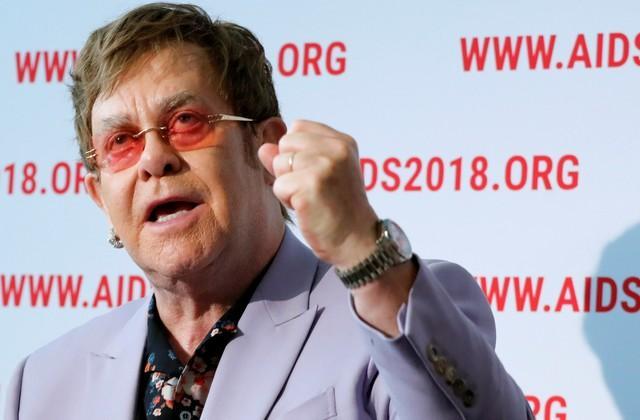 Elton John faz apelo para 'quebrar estigma do HIV e da Aids': 'Pessoas estão sendo esquecidas'