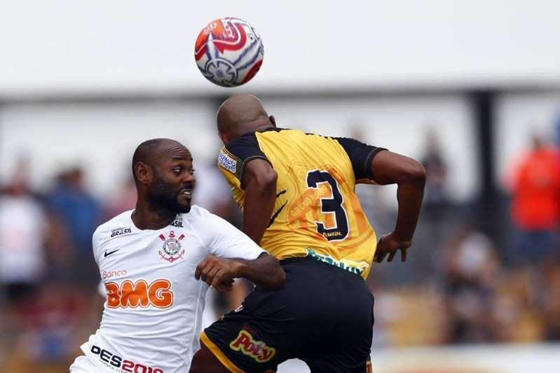 Bola aérea volta a ser fatal e Corinthians perde a terceira no Paulistão