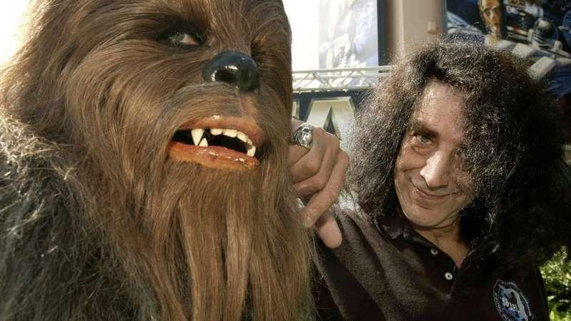 Peter Mayhew, o Chewbacca da trilogia original de Star Wars, morre aos 74 anos