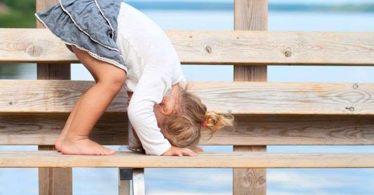 Caminhar na ponta dos pés e mais 9 sinais de autismo que nenhum pai deve ignorar
