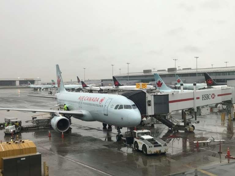 Passageira da Air Canada dorme durante o voo e acorda sozinha no avião