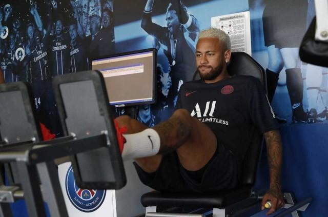 Jornal: PSG recusa oferta do Barcelona por Neymar de 40 milhões de euros mais Coutinho e Dembélé