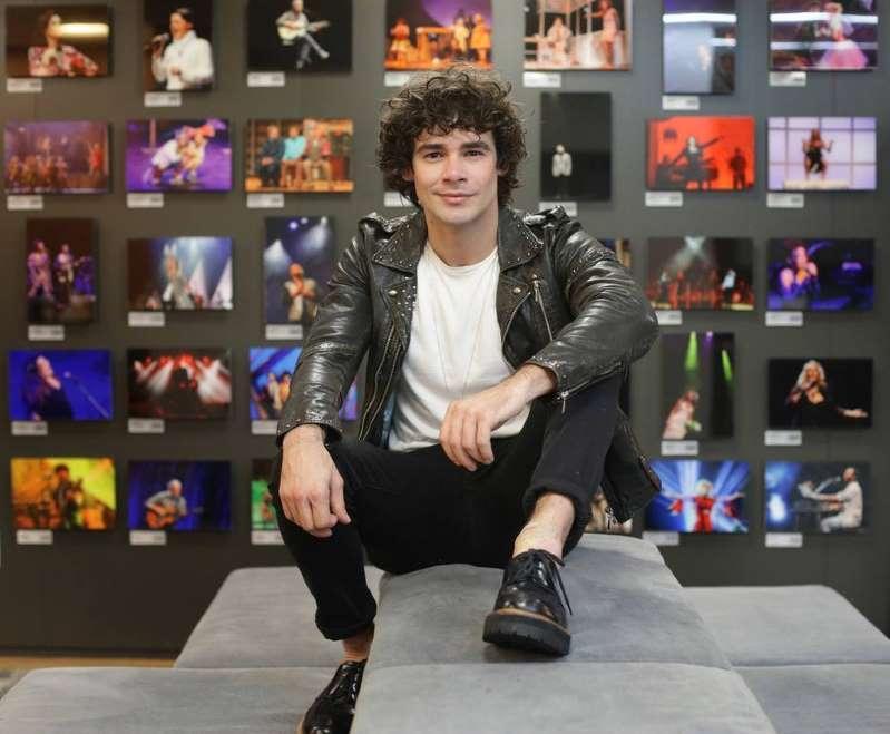 Ator Osmar Silveira vive o desafio de interpretar Cazuza em musical