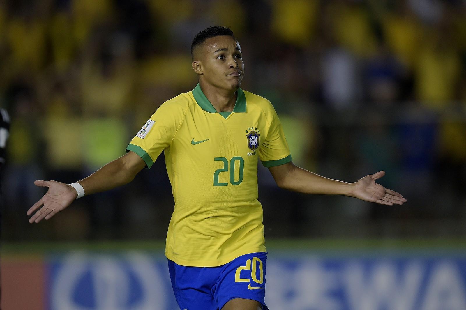 """Estrela na reta final, Lázaro pede espaço no Flamengo, mas diz: """"Ainda tenho muito esporro para levar"""""""