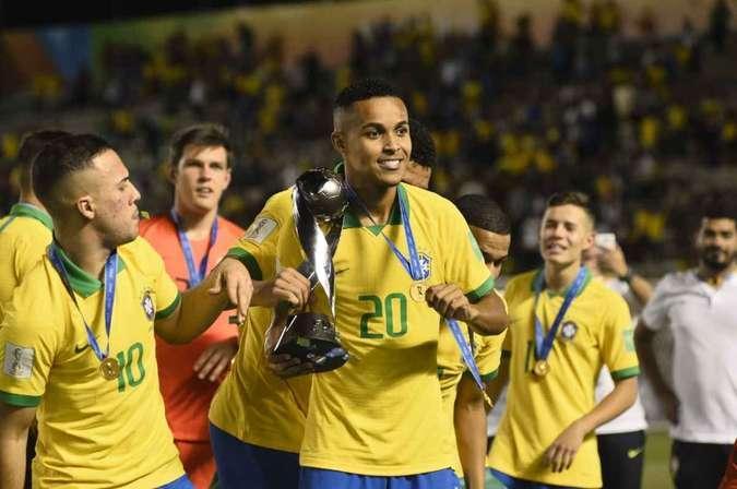 Estrela na reta final, Lázaro pede espaço no Flamengo, mas diz: