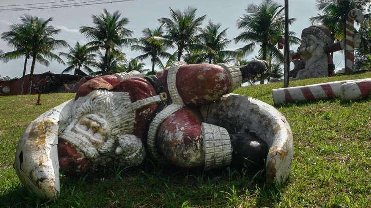 A história por trás do parque do Papai Noel abandonado que atrai curiosos no Rio