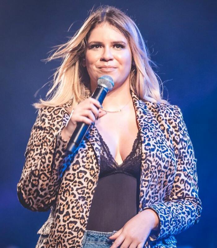 Marília Mendonça impressiona ao mostrar a barriga seca