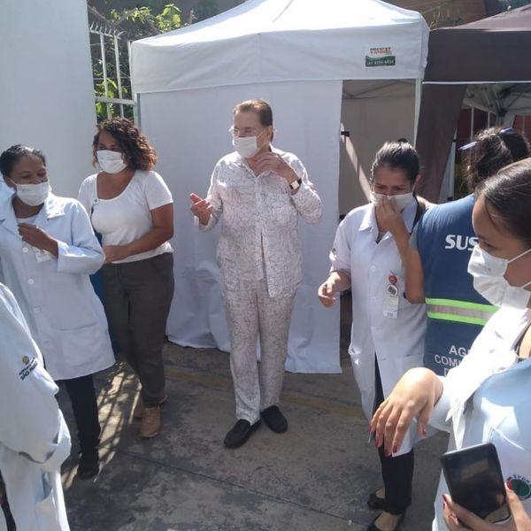 Silvio Santos é vacinado contra Covid-19